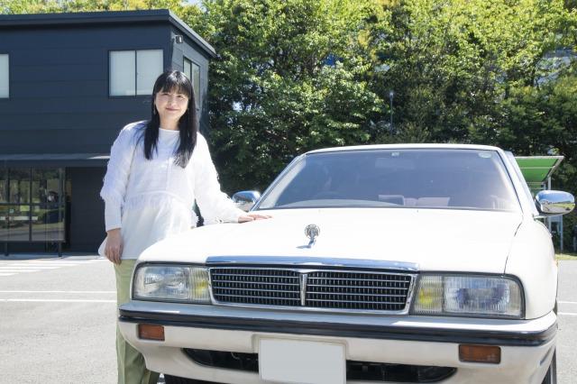 愛車『シーマ』をレストアのため入庫した伊藤かずえの画像