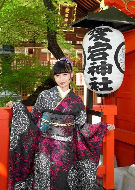グラドル演歌歌手・望月琉叶が愛宕神社でヒット祈願の画像