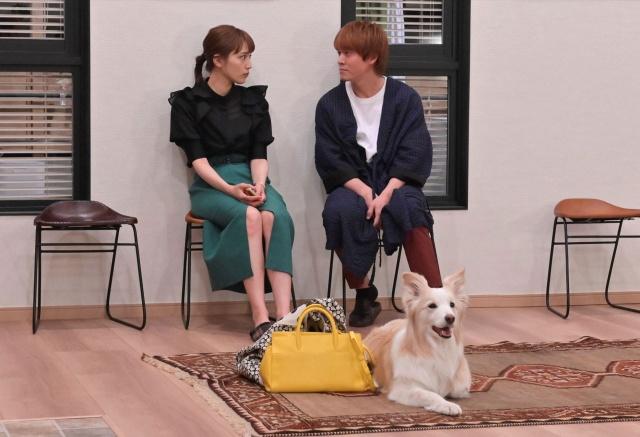 火曜ドラマ『着飾る恋には理由があって』第2話に出演する(左から)川口春奈、丸山隆平 (C)TBSの画像
