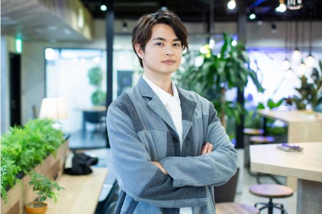 WOWOWオリジナルドラマ『男コピーライター、育休をとる。』で主演を務める瀬戸康史の画像