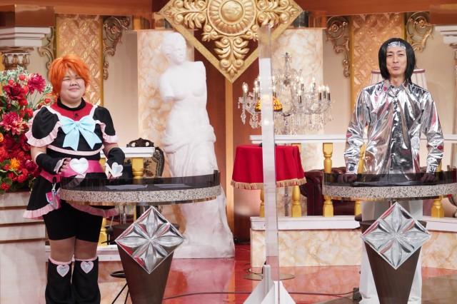 ぐるぐるナインティナイン『ダレダレ?コスプレショー」』第2弾MCの(左から)あんり(ぼる塾)、矢部浩之 (C)日本テレビの画像