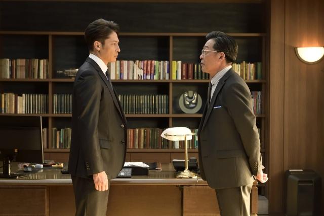 テレビ朝日系木曜ドラマ『桜の塔』第3話より(左から)玉木宏、光石研 (C)テレビ朝日の画像