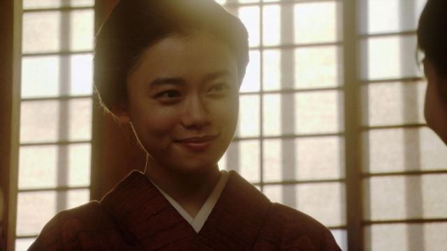 春子と会話する千代(杉咲花)=連続テレビ小説『おちょやん』第21週・第105回より (C)NHKの画像