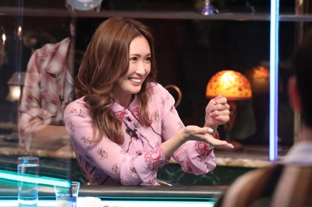 4月30日放送のバラエティー『人志松本の酒のツマミになる話』に出演する紗栄子(C)フジテレビの画像
