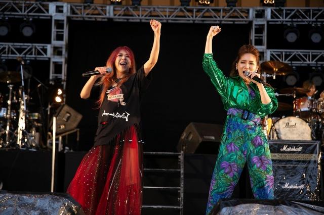 『NAONのYAON2021』に出演した(左から)寺田恵子、ファーストサマーウイカの画像