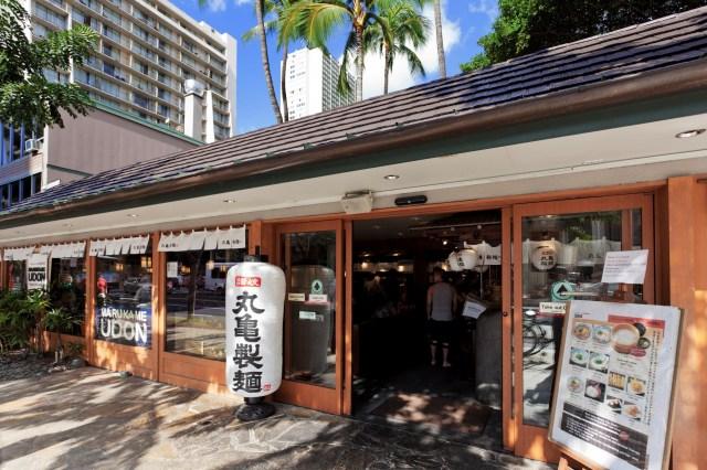 海外1号店となった「MARUGAME UDON(丸亀製麺)」ハワイ・ワイキキ店の外観の画像