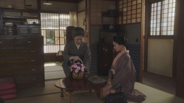 花籠の送り主が明らかに=連続テレビ小説『おちょやん』第21週・第105回より (C)NHKの画像