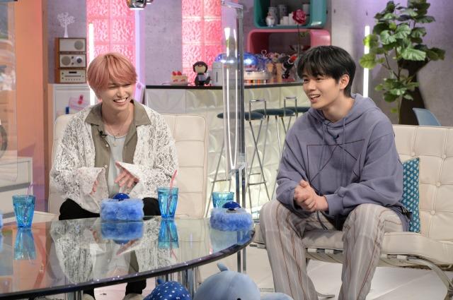 1日放送『あざとくて何が悪いの?』に出演するJO1(左から)白岩瑠姫、鶴房汐恩 (C)テレビ朝日の画像