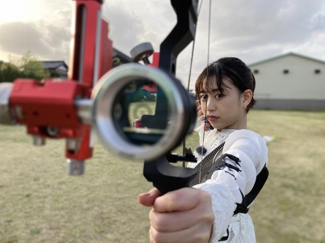 「アーチェリーのトリックショット」に挑戦した森川葵の画像