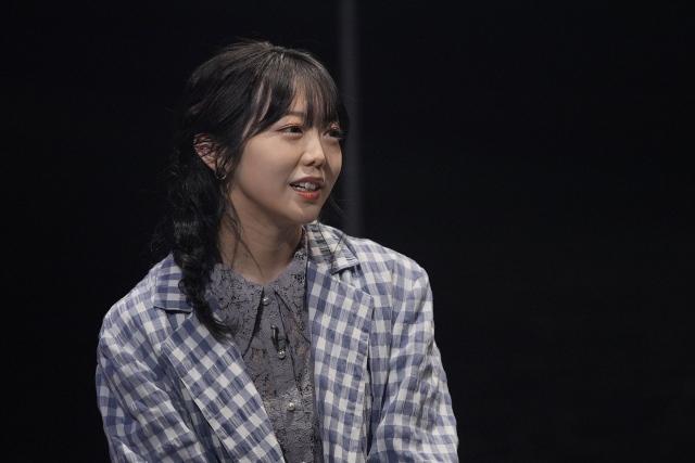 NHK総合で5月4日放送、『ヘイ!モンジュ!~迷えるわたしに教養を~』卒業公演を控えた悩みを相談する峯岸みなみ(AKB48) (C)NHKの画像