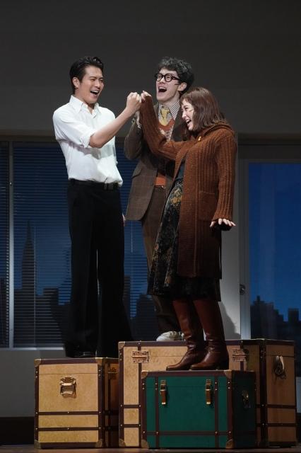 『メリリー・ウィー・ロール・アロング』~あの頃の僕たち~(左から)平方元基 ウエンツ瑛士 笹本玲奈 舞台写真撮影:岩田えりの画像