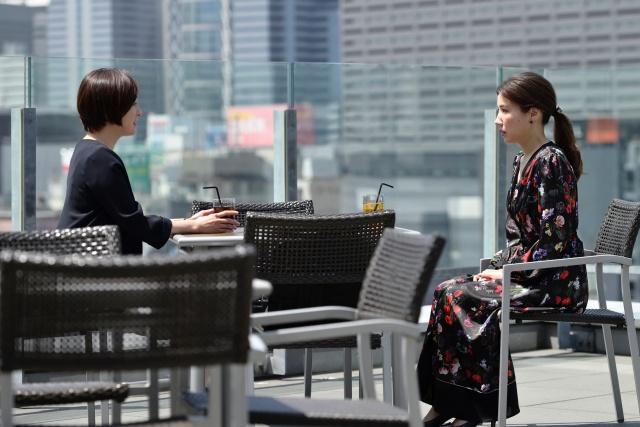 テレビ朝日系木曜ドラマ『桜の塔』第6話より(左から)広末涼子、仲里依紗 (C)テレビ朝日の画像