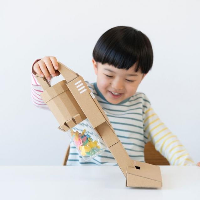 あえて難易度高め…親子で楽しむ『ダンボール工作キット』の画像