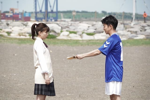 22日放送の土曜ドラマ『コントが始まる』第6話に出演する芳根京子、仲野太賀 (C)日本テレビの画像
