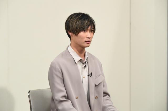 中途採用の面接試験挑戦するA.B.C-Z・橋本良亮 (C)ABCテレビの画像