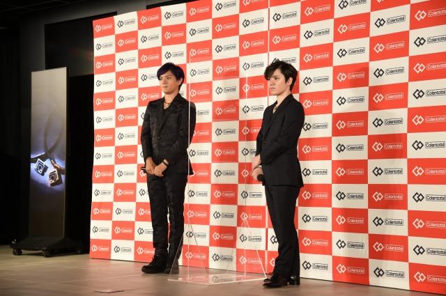 『Colantotte』の新CM発表会に出席した(左から)宇野樹、宇野昌磨の画像