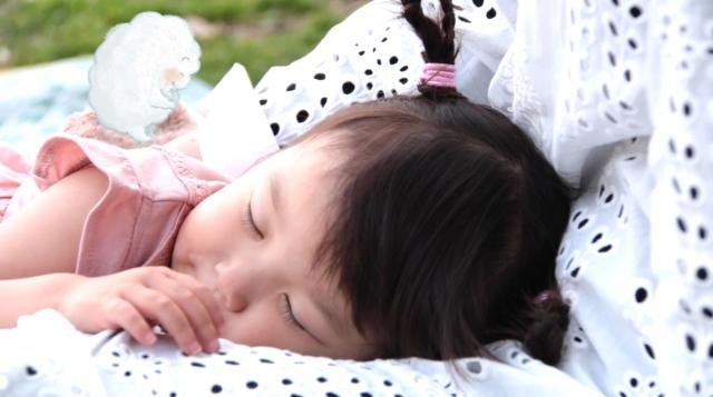 村方乃々佳ちゃんソロ・アルバム『ののちゃん2さい こどもうた』収録曲「ママのおなか」MVよりの画像