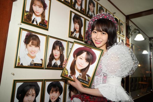 AKB48劇場での卒業公演後、壁掛け写真を外した峯岸みなみ(C)AKB48の画像