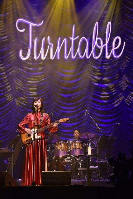 竹内まりやライブ映像配信『LIVE Turntable Plus』よりの画像