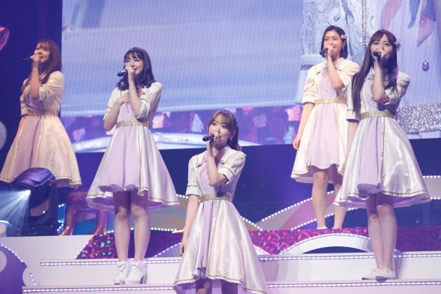 2年半ぶりにHKT48のライブに復帰した宮脇咲良(中央) (C)Mercuryの画像