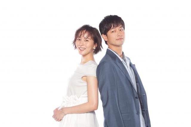 『にぶんのいち夫婦』で夫婦を演じる比嘉愛未&竹財輝之助 (C)テレビ東京の画像