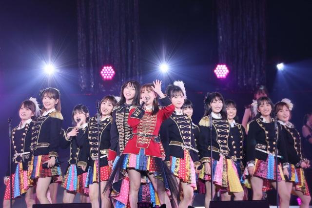 峯岸みなみの「AKB48卒業コンサート」ではレジェンド×現役のコラボレーションを目玉にした(C)AKB48の画像