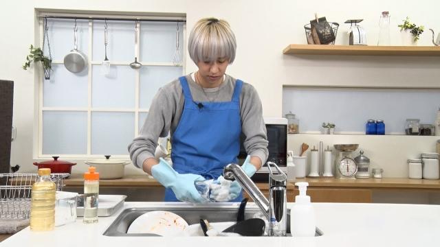 皿の洗い方を披露した八乙女光の画像