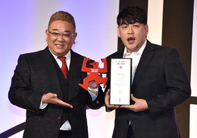 『第58回ギャラクシー賞』個人賞を受賞したサンドウィッチマン(左から)伊達みきお、富澤たけし (C)ORICON NewS inc.の画像