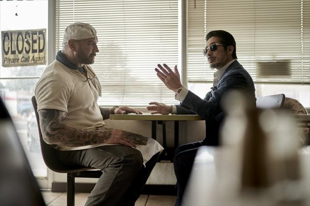 (左から)スコット(デイヴ・バウティスタ)、タナカ(真田広之)=Netflix 映画『アーミー・オブ・ザ・デッド』独占配信中の画像