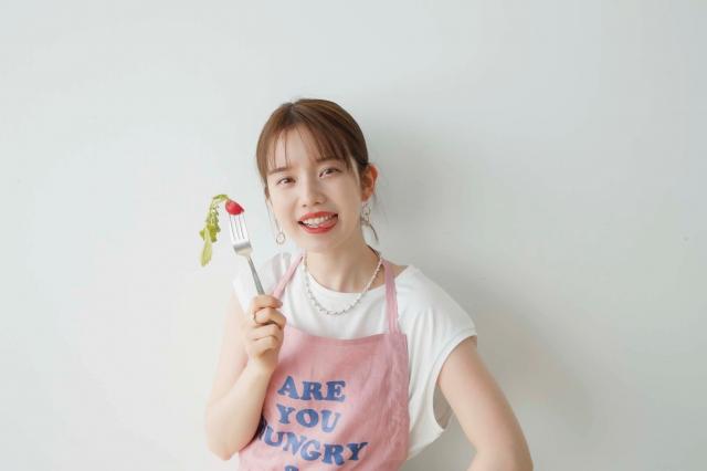 『with』7月号の表紙に初登場した弘中綾香アナウンサーの画像