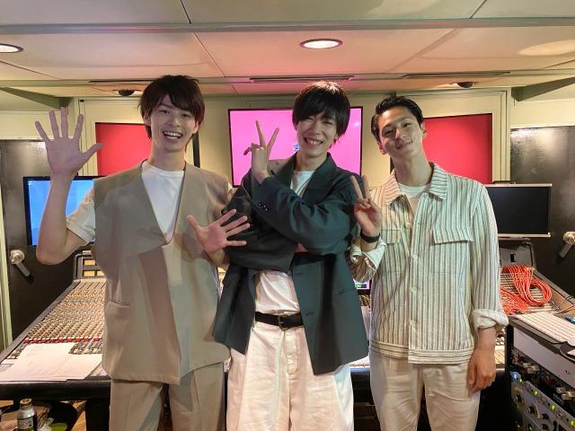 『仮面ライダーセイバー』初の挿入歌を歌唱する(左から)青木瞭、内藤秀一郎、山口貴也の画像