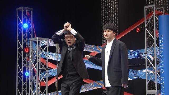 山里亮太&若林正恭『たりないふたり』解散ライブ(C)「明日のたりないふたり」製作委員会の画像