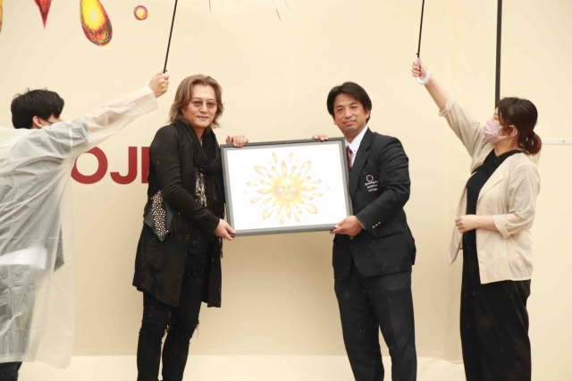 取材会に出席した(左から)石井竜也、なめがたファーマズヴィレッジの佐藤大輔氏の画像