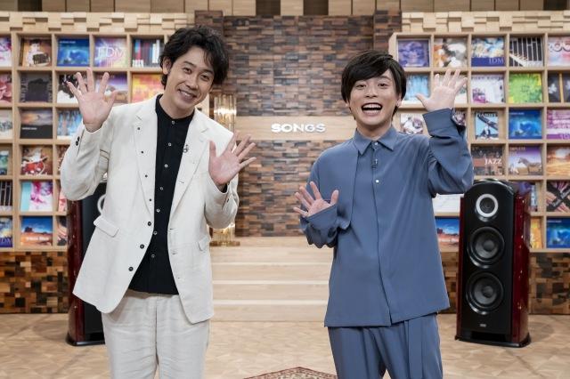 『SONGS』2021上半期ヒットソングSPに出演する優里(右)と責任者の大泉洋(C)NHKの画像