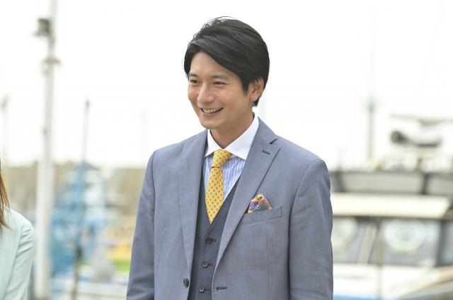 火曜ドラマ『着飾る恋には理由があって』で恋のライバル?葉山をさわやかに好演中の向井理 (C)TBSの画像