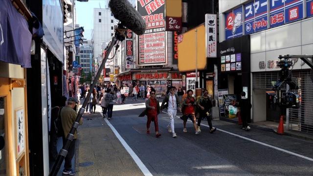 映画『唐人街探偵 東京MISSION』新宿でロケを敢行したシーンのメイキング写真の画像