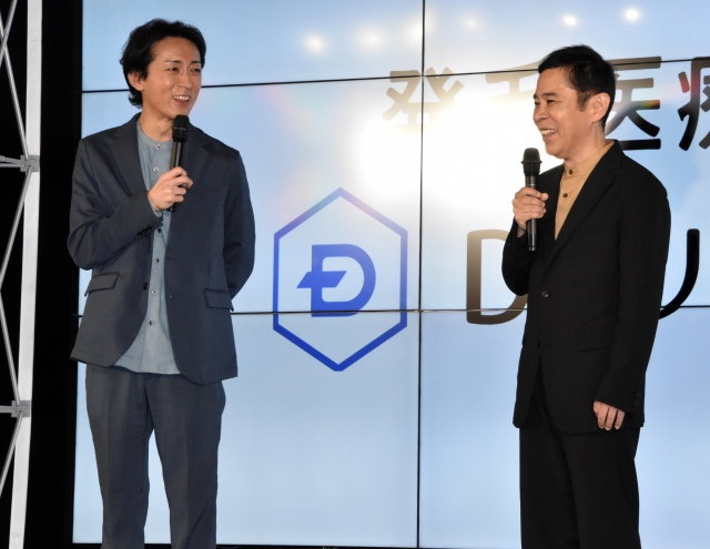相方・岡村隆史の妻にまだ会っていないと明かした矢部浩之(左) (C)ORICON NewS inc.の画像