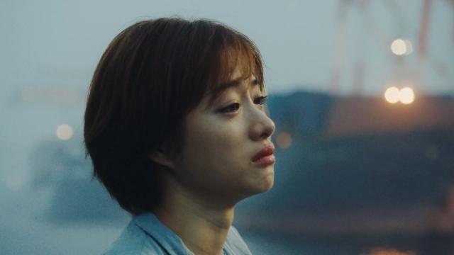 ゆずの新曲「NATSUMONOGATARI」MVでショートヘアの石原さとみが号泣の画像