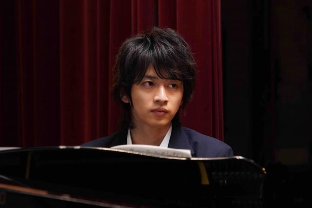 Huluオリジナルドラマ『悪魔とラブソング』2ヶ月の特訓を経てピアノの演奏シーンを撮りきった飯島寛騎 (C)桃森ミヨシ/集英社・HJホールディングスの画像