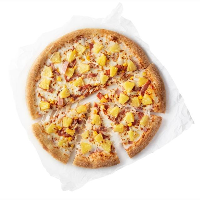 欧米では定番のパインが乗った『ハワイアンピザ』の画像