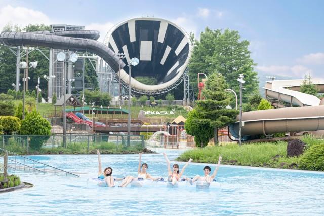 7月1日より全面オープンする、東京サマーランドの屋外プールエリア「アドベンチャーラグーン」の画像