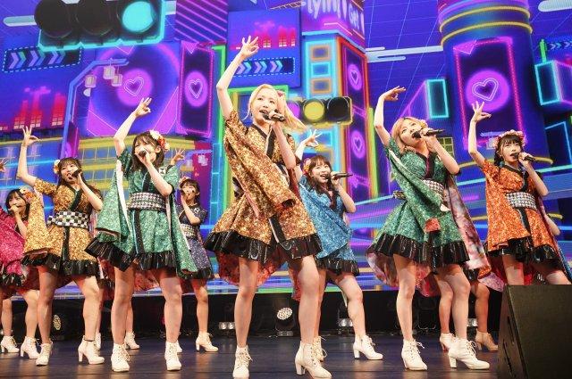 本田仁美センターで「フライングゲット」を披露するAKB48(C)AKB48 GROUP ASIA FESTIVAL 2021 ONLINE executive committeeの画像
