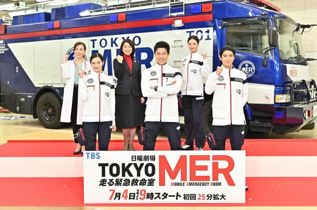 TBSドラマ日曜劇場『TOKYO MER~走る緊急救命室~』制作発表会見に出席した(前列左から)中条あやみ、鈴木亮平、賀来賢人、(後列左から)仲里依紗、石田ゆり子、菜々緒 (C)TBSの画像