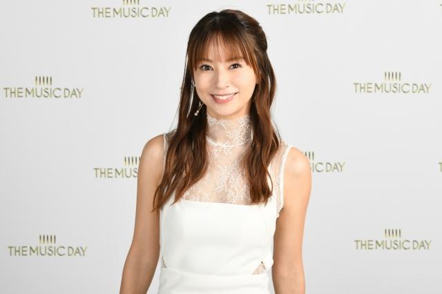 音楽特番『THE MUSIC DAY』で「BE TOGETHER」を歌唱した鈴木亜美(C)日本テレビの画像
