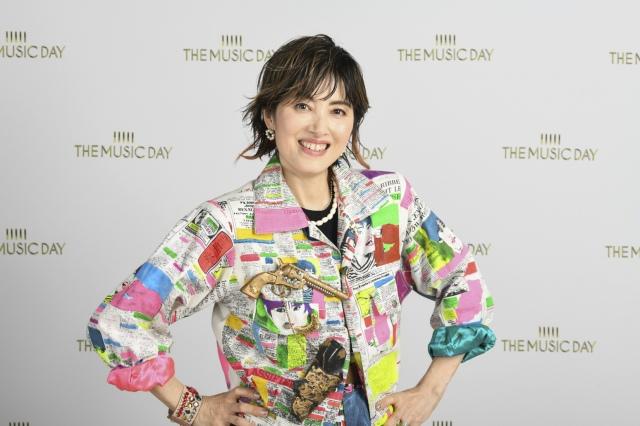 80年代に実際に着用した衣装で『THE MUSIC DAY』に出演した荻野目洋子(C)日本テレビの画像