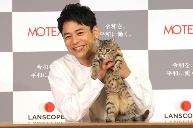 子猫からの猫パンチに赤面していた妻夫木聡(C)ORICON NewS inc.の画像