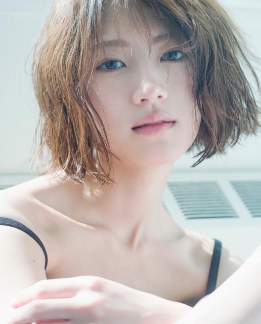 若月佑美2nd写真集 通常版カバー(C)嶌村吉祥丸/小学館の画像