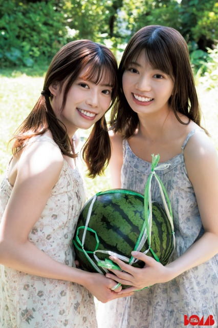 『BOMB』8月号表紙を飾る日向坂46(左から)東村芽依、高本彩花【オリコン独占カット】の画像