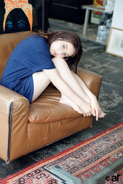 『ar』8月号に登場する吉川愛の画像