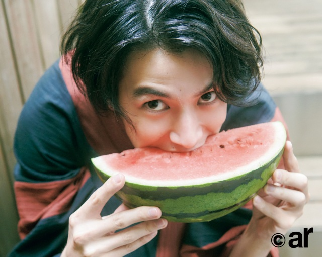 『ar』8月号に登場する渡邊圭祐の画像